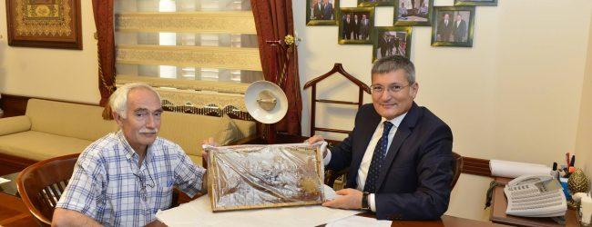 İlk Bal Belediye Başkanı Dr. Kenan Şahin'e