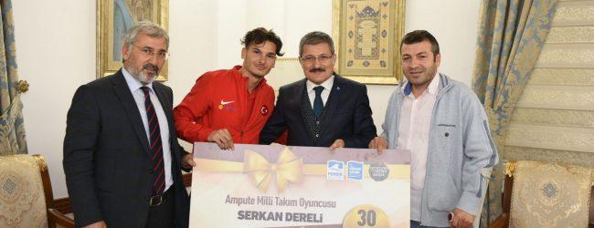 Ampute Milli Futbol Takımının Pendiksporlu Futbolcusu Serkan'a 30 Cumhuriyet Altını