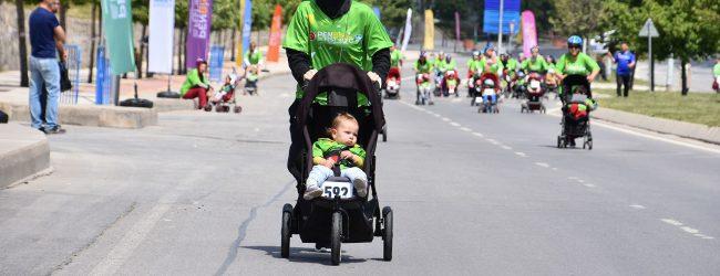 Anneler Bebek Arabalarıyla Yarıştı