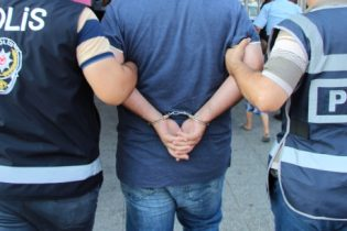 Fetö'den Aranan Baba ile Oğlu Pendik'te Sandık Başında Gözaltına Alındı