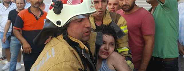 Pendik'te Korkutan Yangın! Kahraman Baba Çocukları İçin Canını Hiçe Saydı