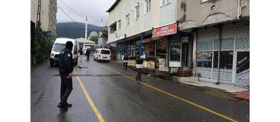 Pendik'te Kuyumcuya Pompalı Tüfekli Soygun Girişimi: 1 Yaralı