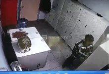 Akaryakıt İstasyonundaki Hırsızlık Kameraya Yansıdı