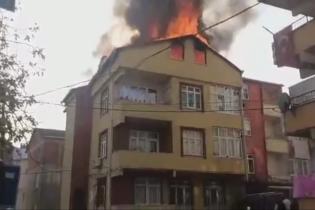 Pendik'te 2 Katlı Bina Alevlere Teslim Oldu – Engelli Bir Kadın Alevler İçinde Kaldı
