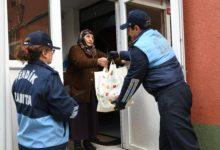Pendik Zabıta Ekipleri Yaşlıların Market Alışverişini Yapıyor
