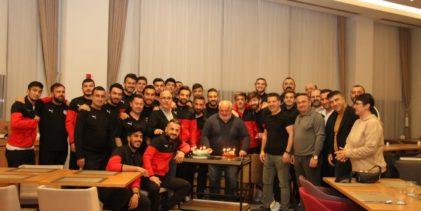 Pendikspor Emektar Gazeteci Sedat Savaş'ın Doğum Gününü Kutladı