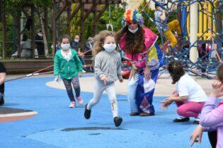 Çocuklar Maskotlar ile Eğlendi