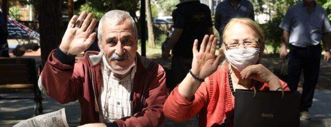 Ahmet Cin Bayramın İlk Günü 65 Yaş Üstü Vatandaşlarla…